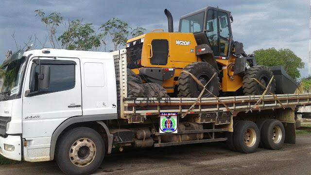 PM de Chapadinha recupera caminhão e pá carregadeira que haviam sido roubados em Açailândia