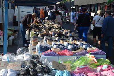 El mercadillo de Torrevieja, cada viernes, desde primera hora del día.