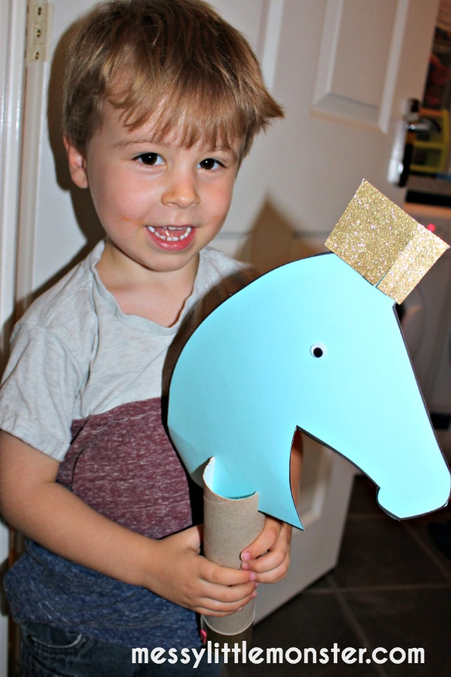 make a hobby horse for pretend play