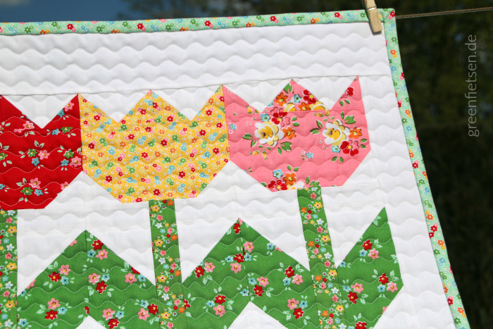 Tulpen Mini Quilt zur Backyard Roses Blog Tour von Ellis & Higgs