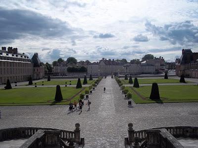 Jardim na frente do Castelo - Fontainebleau - França