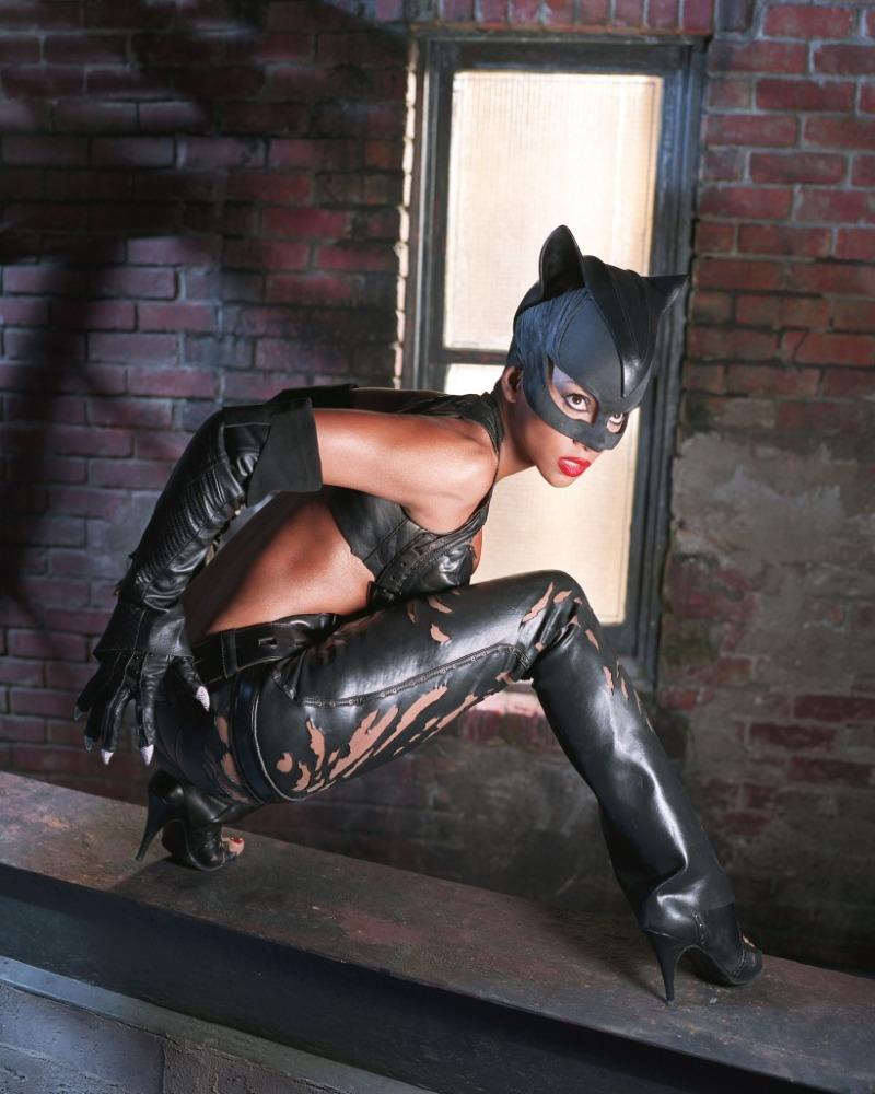 Halle Berry As Catwoman - Movie Stills 2004-6525