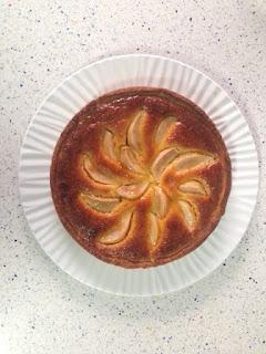 Presentación tarta de peras y frangipane
