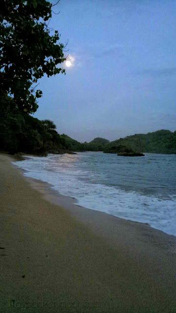 Wisata pantai teluk asmoro malang, jawa timur