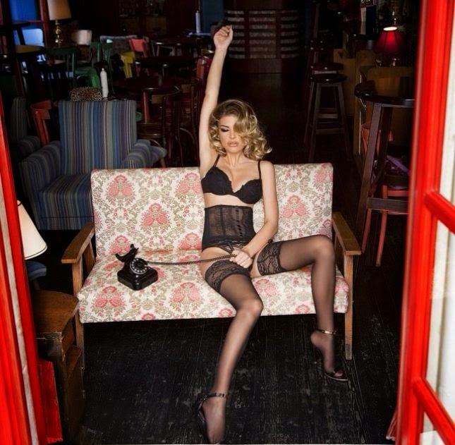 Angela Martini në të brendshme publikon foto nga krevati