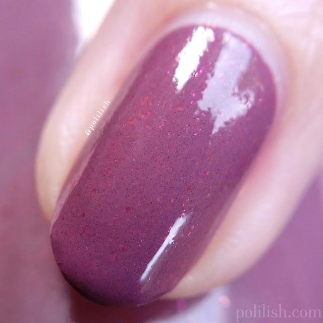 Macro close-up Delush Polish 'Gentle Lion' | polilish