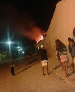 Homem enciumado ateia fogo na própria casa com filhos dentro, em Nova Floresta