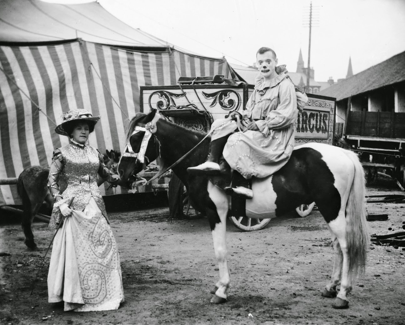 23 Classic Portraits Of Circus Performers From The Early
