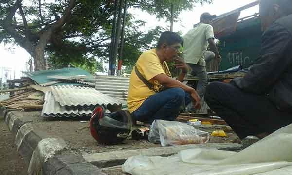 satpol pp beri peringatan pkl di jalan pemuda kota cirebon