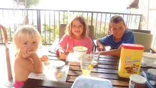 bambini estate colazione