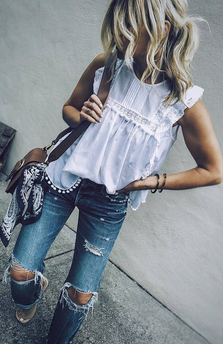best summer outfit_white top + bag + ripped jeans