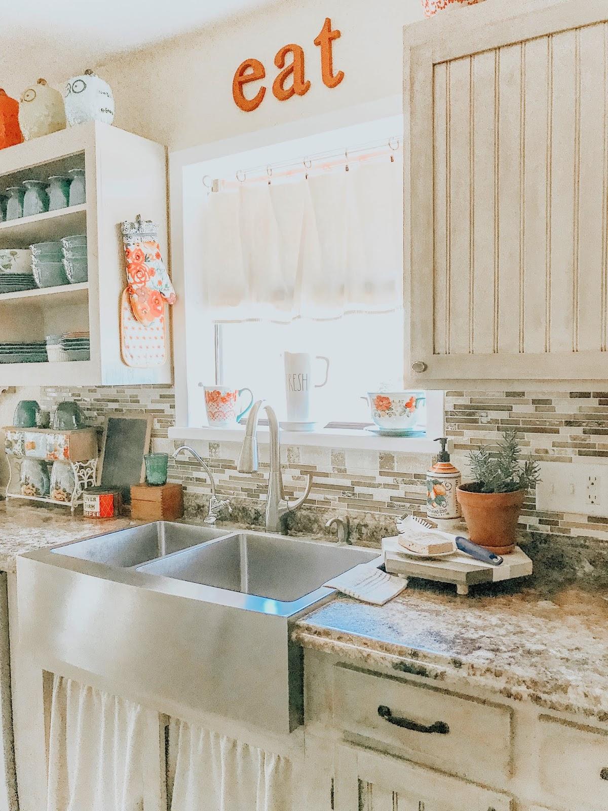 Clover House: Farmhouse Kitchen Decor for Spring