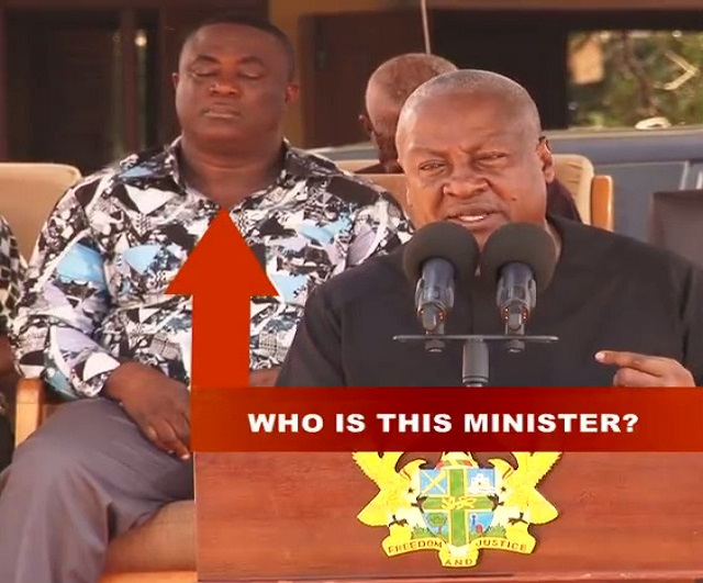 [Video] As Mahama was addressing the gathering, Minister was dozing