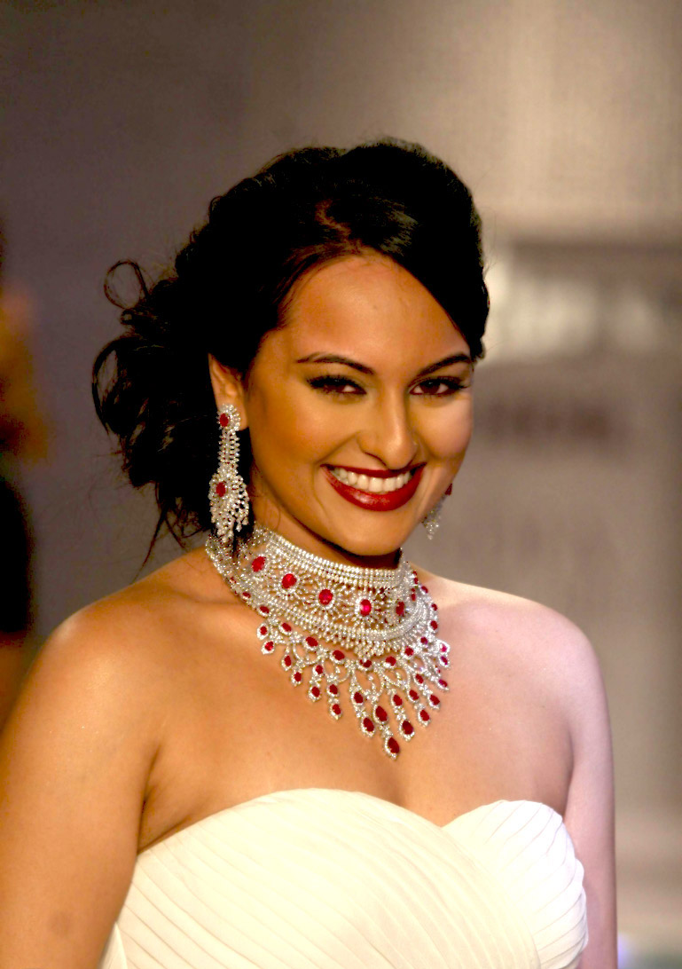 Ornamental Sonakshi sinha in white hot and gorgeous at movie event stills