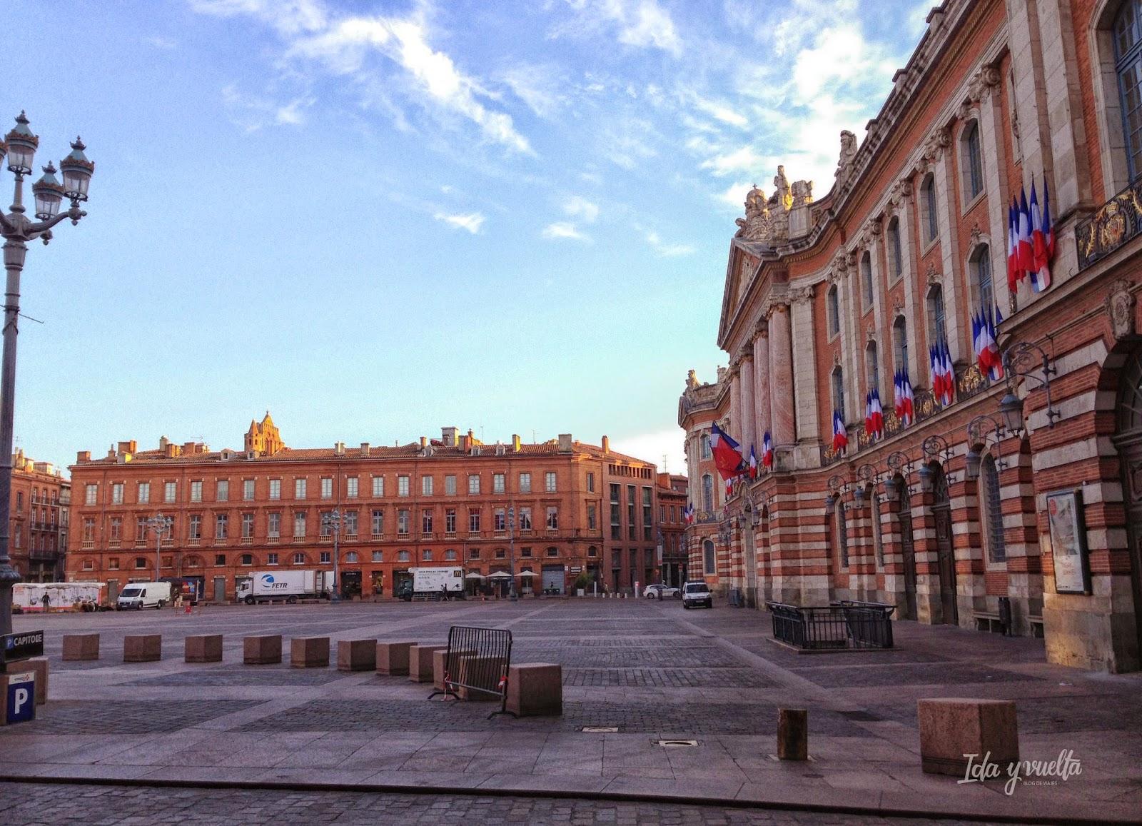 Desayuno en la Plaza del Capitolio de Toulouse.
