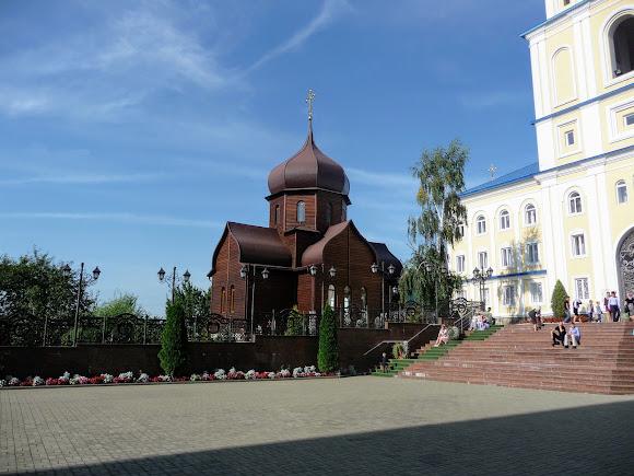 Банчены. Свято-Вознесенский монастырь. Деревянный храм