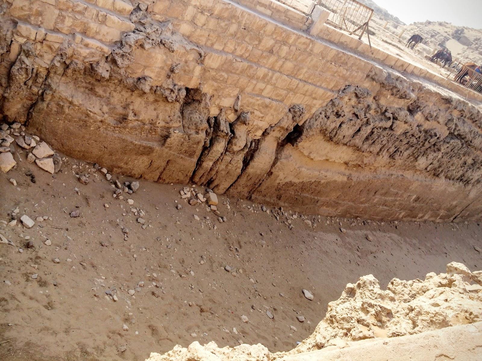 エジプトのピラミッド付近の川だった場所