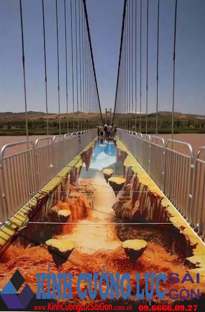 Bủn rủn khi đi trên cầu kính 3D đầu tiên ở Trung Quốc