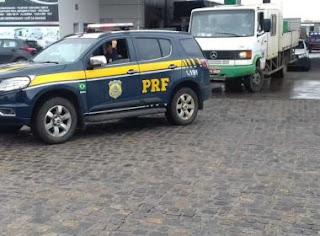 PRF realiza escoltas para assegurar chegada de cargas essenciais à Bahia