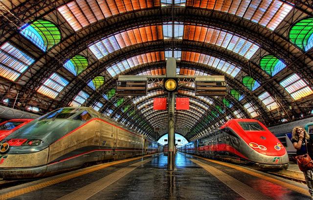Trens na estação Milano Centrale