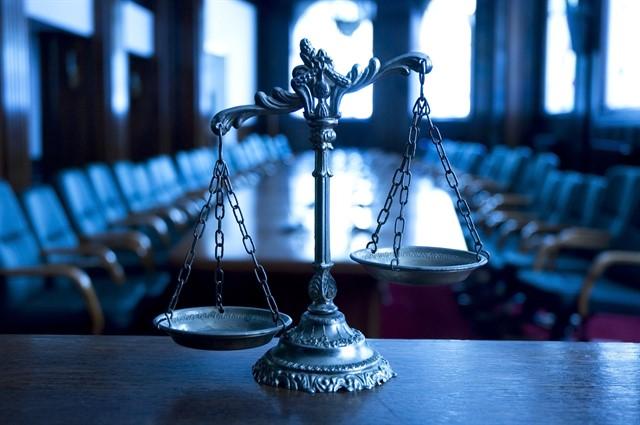 العرف المخالف للتشريع ، هل يجوز مخالفة العرف للقواعد القانونية الآمرة والمكملة ؟