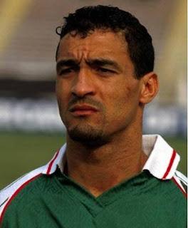 عبد الحفيظ تاسفاوت لاعب المنتخب الوطني الجزائري سابقا ، والهداف التاريخي للمنتخب الوطني الجزائري ،خريج مدرسة جمعية وهران .