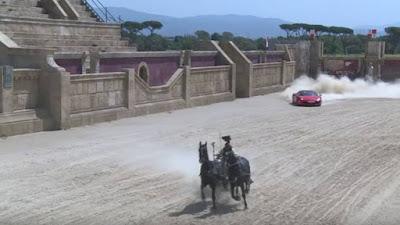 Άρμα με δυο άλογα τα βάζει με μια Ferrari