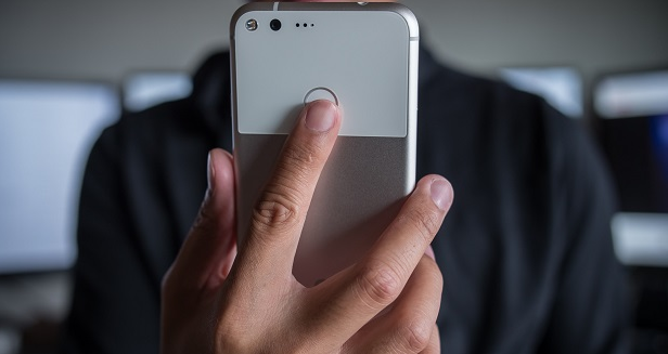 How to take pictures with a fingerprint scanner on any Android device