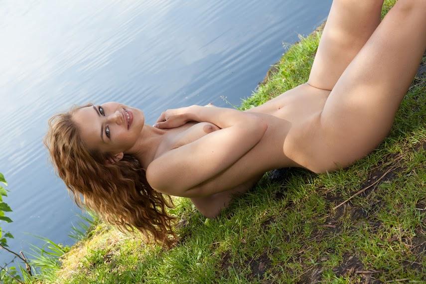 yqndt9x021k4 EroticBeauty Laina Outdoor Beauty