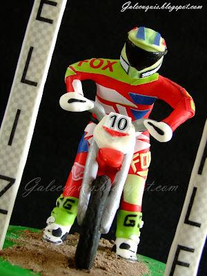 Piloto motocross en fondant