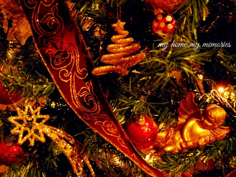 christmas-tree-decoration-with-red-and-gold