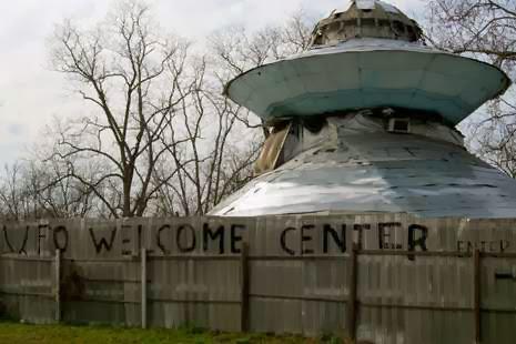 Sambut Alien Bikin UFO Selamat Datang