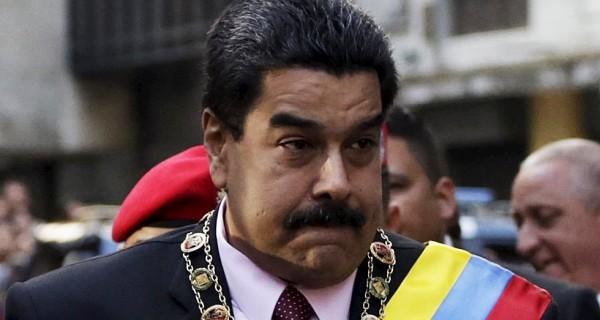 """¡Ah ok! Maduro multará a Twitter y a Facebook por """"censurarlo"""""""