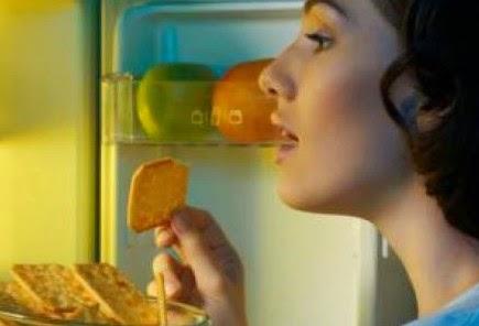 Τα 10 τρόφιμα που απαγορεύεται να φάει κανείς πριν κοιμηθεί