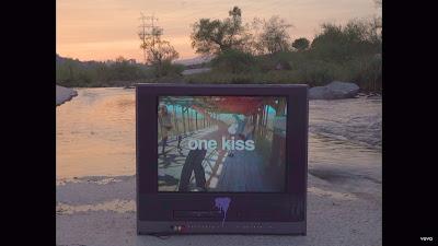 Calvin Harris , Dua Lipa - One Kiss (#Official #Lyric #Video)