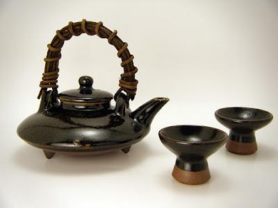 黒茶家(くろぢょか)。龍門司焼(黒薩摩)。