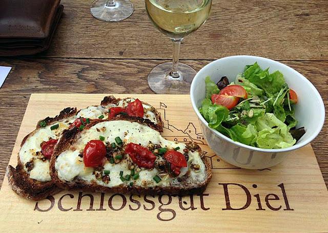 Brot in Diels Sommergarten