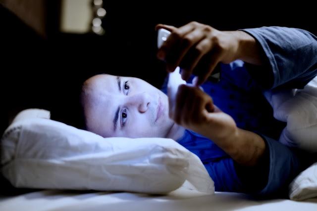 Sinaran UV Alat Elektronik Mempercepat Penuaan Kulit Wajah