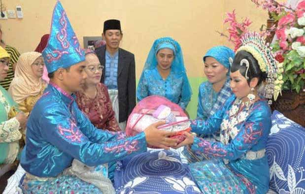 Inilah Pakaian Adat Dari Sulawesi Tenggara (Pria dan Wanita)