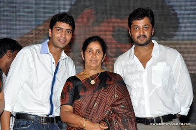 Allari Naresh with mother and brother