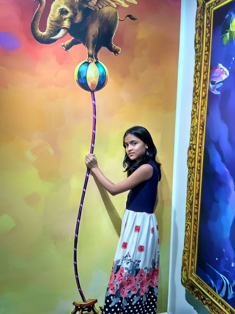 3 Dimensional painting on wall of circus