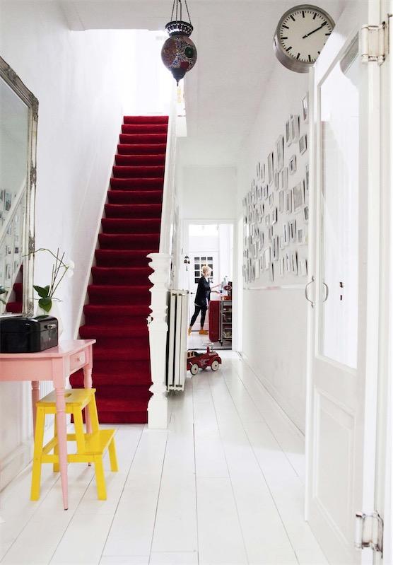 escalera interior roja chicanddeco