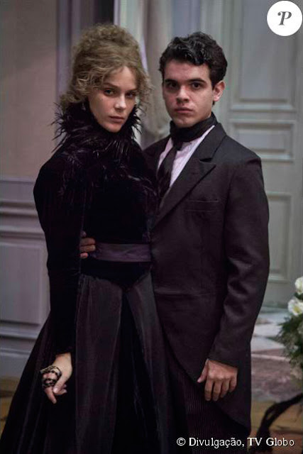 Isabel com vestido preto de luxo ao ficar viuva junto com augusto na juventude