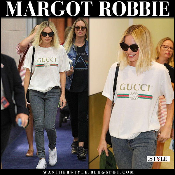 Margot Robbie in white Gucci t-shirt, jeans and white sneakers puma airport style january 23