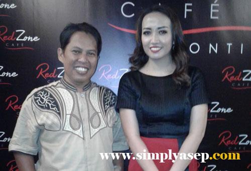 SELFIE: Foto bersama owner RedZone Cafe Ibu Angelica, yang merupakan putri kedua Gubernur Kalimantan Barat Bapak Cornelis MH.  Foto Istimewa