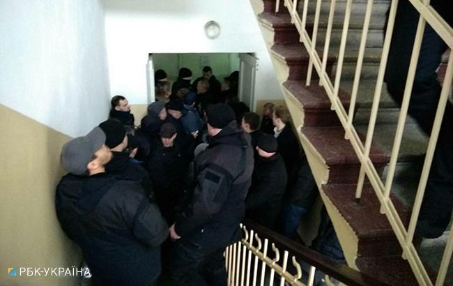 Суд над мером Трухановым: неизвестные заблокировали здание суда