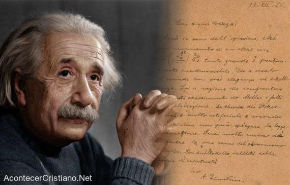 Cara de Albert Einstein donde afirma que Dios creó el mundo