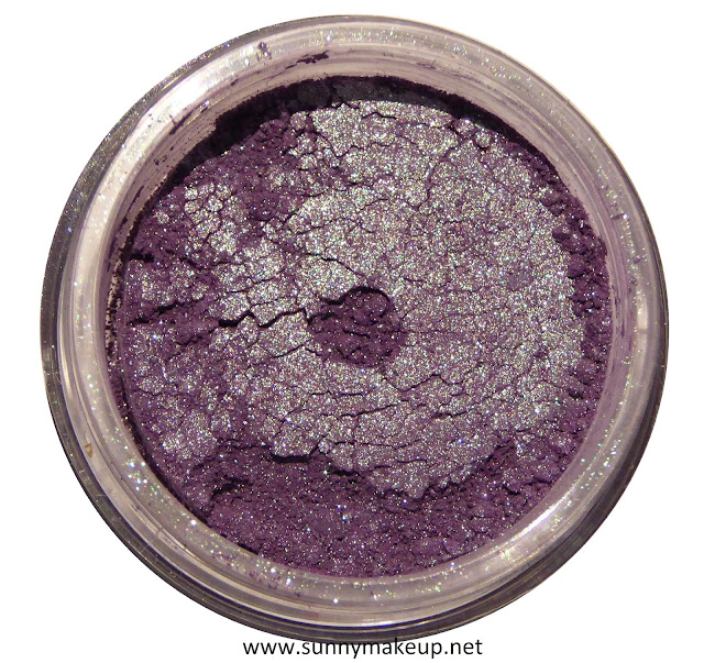 Neve Cosmetics - Sisters of Pearl. Ombretto minerale nella colorazione Nautilus.