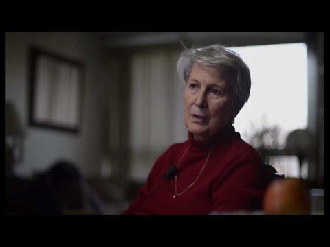 La mère d'Eric Caravaca dans son documentaire, Carré 35 (2017)