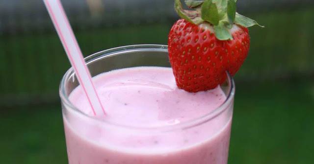 Minuman Teh dan Strawberry